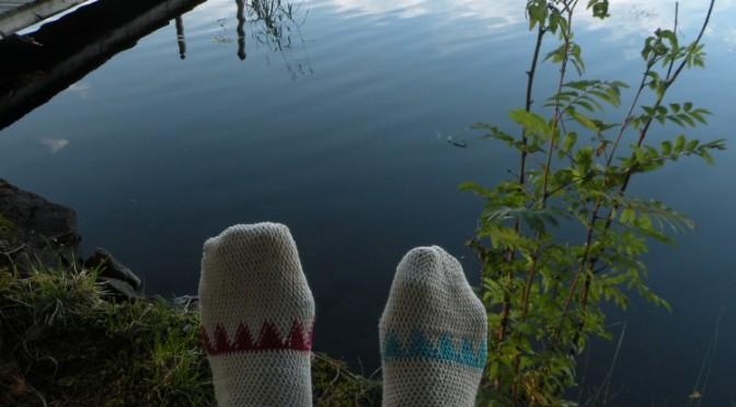 Kaksi erilaista kantapäätä virkattuihin sukkiin